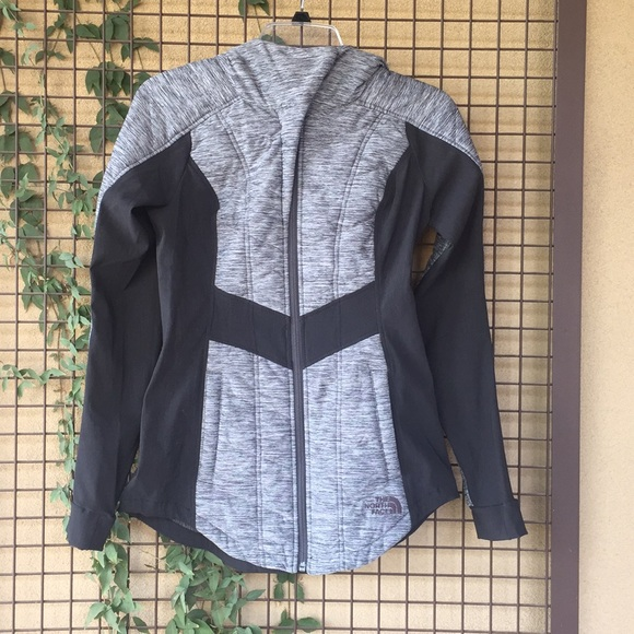 9b2ef35b4 {The North Face} Woman's XS Pseudio Jacket